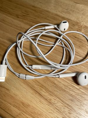 Apple Earbuds w/ Remote and Mic for Sale in New Brunswick, NJ