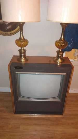 Console television antique and set of lamps from the 70s all works fine for Sale in Readyville, TN