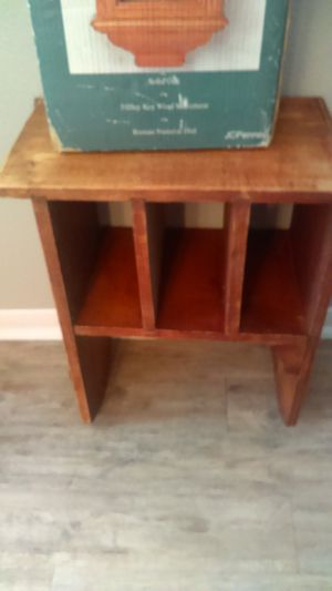 Small bookshelf for Sale in Conroe, TX