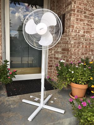 Room Essentials Standing Fan for Sale in Farmers Branch, TX