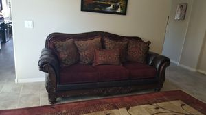 Beautiful couch and loveseat set for Sale in Goodyear, AZ