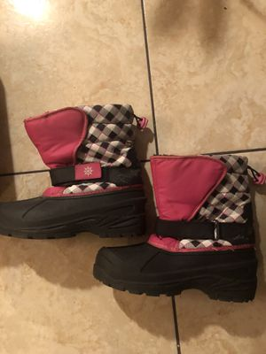Girl snow boots size 3 for Sale in Sacramento, CA