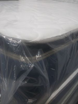 Mattress pillowtop new queen mattres colchones cama for Sale in North Miami Beach, FL