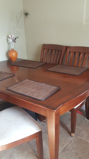 Solid wood kitchen table with extension for Sale in Miami, FL