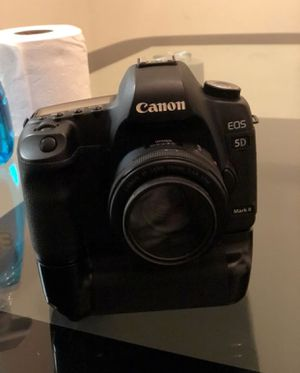Canon 5d mark ii (with 50mm lens) batteries and bag for Sale in Dundalk, MD