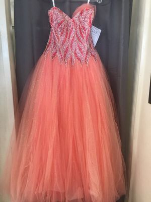 Mary's quince dress for Sale in Modesto, CA