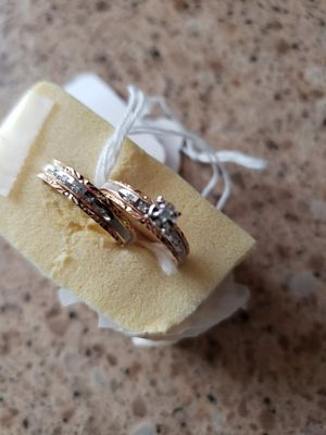 BRAND NEW SET RINGS DIAMOND AND GOLD for Sale in Champaign, IL