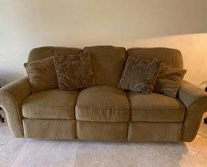 Recliner couch for Sale in Boca Raton, FL