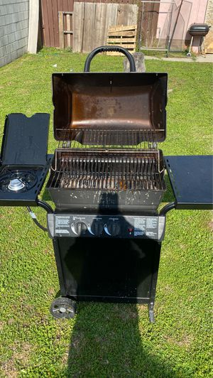 BBQ Grill with Gas Tank included for Sale in Los Angeles, CA