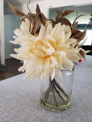 Flower in vase/fall for Sale in Fontana, CA