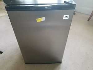 Igloo Mini Refrigerator with freezer for Sale in Cleveland, OH