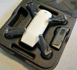 DJI Spark Drone Alpine White Good Condition text me ~415~754~7351 for Sale in Denver, CO