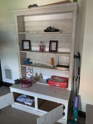 Shelf / stand for A room for Sale in Homestead, PA