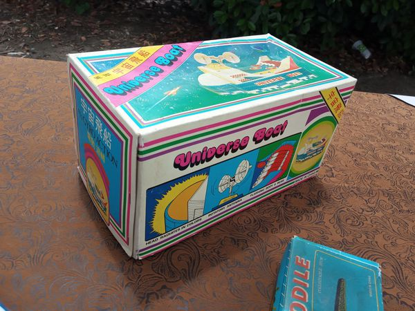 Vintage Tin wind-up & battery operated toy