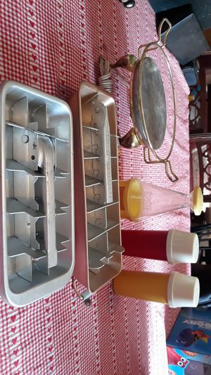 Vintage 1950's Kitchenware for Sale in South Amherst, OH
