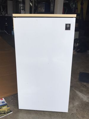 FREE to a good home! Small refrigerator for Sale in San Francisco, CA