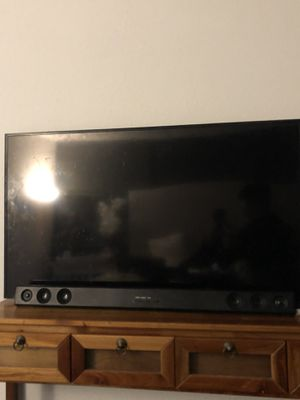 45 inch Viziotv with sound bar and subwoofer for Sale in Lakewood, WA
