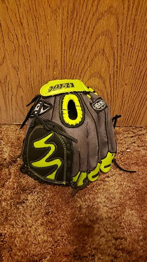 "Louisville Slugger Diva 10.5"" Fastpitch Softball Glove-RHThrow/ Left hand glove for Sale in Stockton, CA"