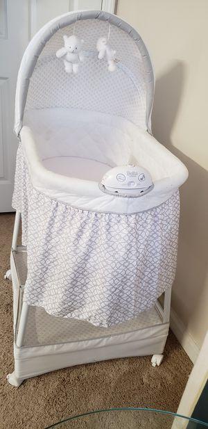 Delta children soothing and glide bassinet for Sale in Alpharetta, GA
