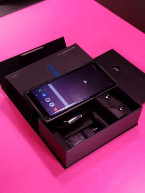 Samsung Galaxy Note 8 in Box with Accessories Phone Unlocked Works Perfectly for Sale in Dallas, TX