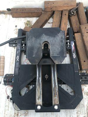 Pullrite superglide 24K 5th wheel hitch for Sale in Fontana, CA
