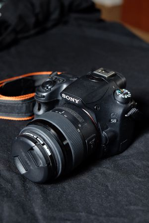 Sony SLT-A58K Digital SLR Kit with 18-55mm & 55-200mm Zoom Lens, 20.1MP SLR Camera with 2.7 -Inch LCD Screen (Black) for Sale in Portland, OR