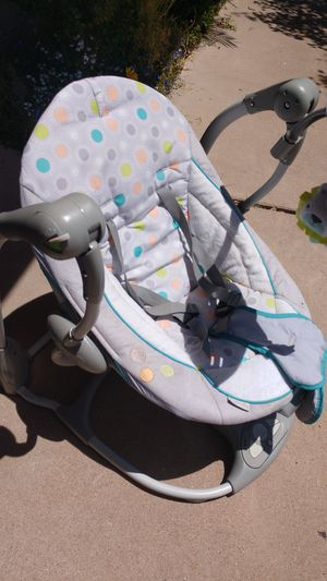 Infant swing battery operated for Sale in Mesa, AZ