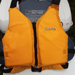 Cabelas Small/Medium Chest Size 30-36 Inches for Sale in Everett, WA
