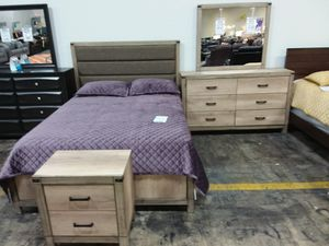 QUEEN BED WITH DRESSER MIRROR AND NIGHTSTAND IN LIGHT FINISH for Sale in Allen, TX