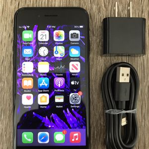 🎄✨Like New!! Unlocked iPhone 7 ~32 gig ~ALL CARRIERS!! for Sale in Costa Mesa, CA