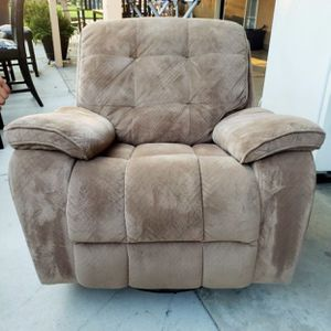 Recliner for Sale in Dinuba, CA
