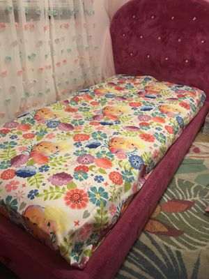Twin bed with mattress for Sale in Nashville, TN