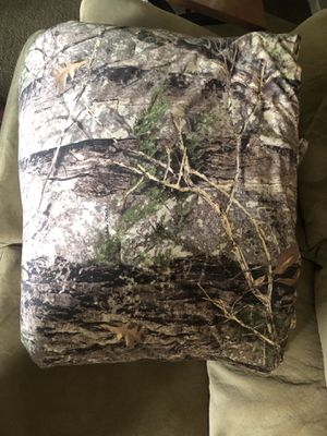 Cabelas King Size Comforter for Sale in Trout, LA