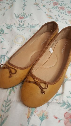 MUSTARD GIRLS FLATS! // CAT AND JACK // GENTLY WORN for Sale in Las Vegas, NV