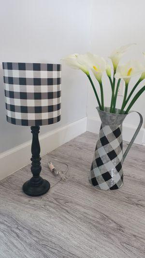 Black & White Lamp and Vase for Sale in Oakland Park, FL