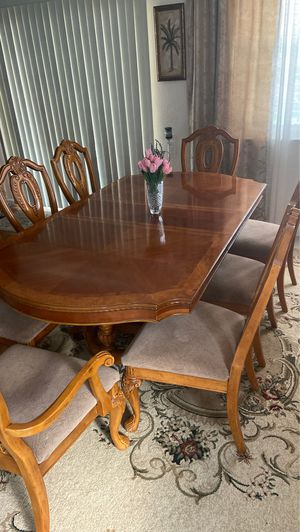 Dining table for 8 persons, with 8 chairs It gets bigger and smaller for Sale in Sacramento, CA