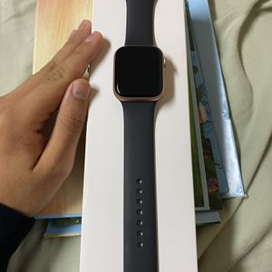 Apple Watch Series 5 44mm Gold for Sale in Redwood City, CA