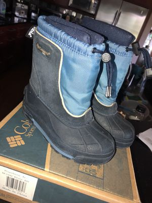 Adolescent unisex children's snow boots. Size 11 for Sale in Vernon Hills, IL