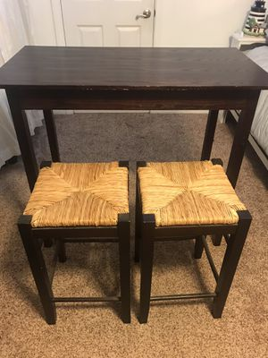 Two seater table and stool chairs for Sale in Lakewood, CA
