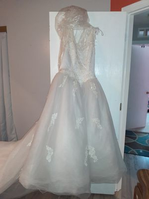 Wedding dress NEVER WORN NWT! for Sale in Northwest Plaza, MO