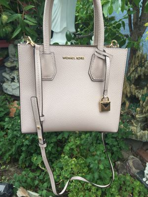 Michael kors messenger bag for Sale in Gardena, CA