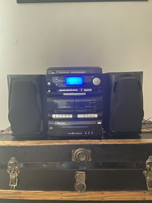 Vintage Memorex 3 disc cd/radio/record/cassette stereo player for Sale in NEW KENSINGTN, PA