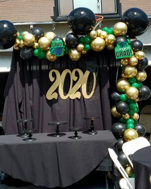 Graduation 🎓 2020 balloon backdrop 🎈🎈🖤💚 for Sale in South Gate, CA