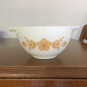 Pyrex bowl, gold butterfly pattern, 1 1/2 pint size for Sale in Plantation, FL