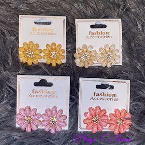 Flowers 🌸 earrings for Sale in Santa Ana, CA