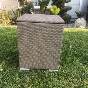28 Qt. Outdoor Rattan Patio Pool Wicker Cooler Table Ice Cube for Sale in Rancho Cucamonga, CA