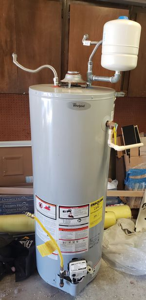 Water heater, Whirlpool for Sale in Snohomish, WA