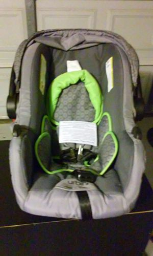 Urbini omni sonti infant car seat for Sale in Compton, CA