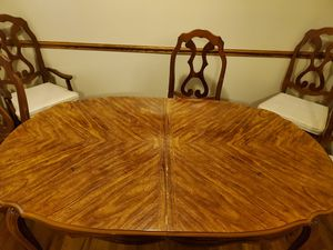 Wood kitchen table and chairs. for Sale in Columbus, OH