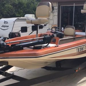 17' Ranger Bass Boat, 115Hp Evenrude, Trolling Motor, $3500 for Sale in Wimberley, TX